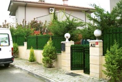 Садовые стены с искусственным покрытием