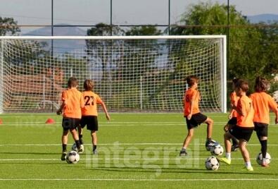 Синтетическое травяное покрытие для футбольного поля